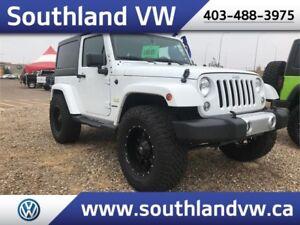 2015 Jeep Wrangler SAHARA 4X4    **LIFTED**