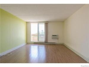 Newly Renovated 1BR Condo Minutes from Grant Park Mall