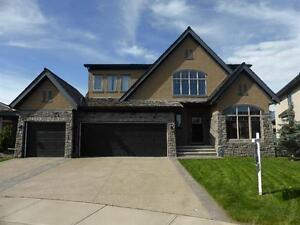 Executive Walkout Bungalow, 3 Fireplaces, Triple Garage!