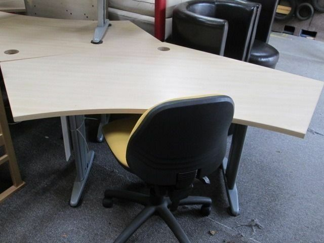 ***BaRgAiN***LARGE Solid Wood Office Desk/Clean/*** COLLECTION ONLY ***/GOOD CONDITION ***
