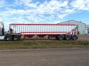 2017 DOEPKER Open End Tridem Triple Hopper Grain Trailer
