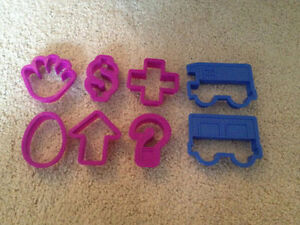 ASSORTED COOKIE CUTTERS