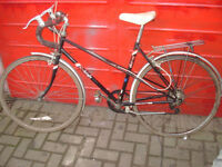 Raleigh Ebony Road Bike. Ladies Classic 5 speed Mixte frame