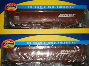 Athearn HO scale 3-Bay covered hoppers  x  4