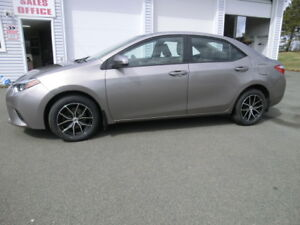 2014 Toyota Corolla LE Only 49412 kms. Bal of Factory warranty