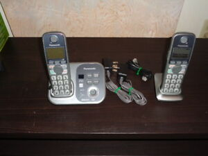 Panasonic KX-TG7731C phone with 2 handsets & answering machine