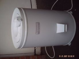 FRIGIDAIRE SPIN DRYER- LIKE NEW-2800 RPM-RARELY USED -WORKING WELL