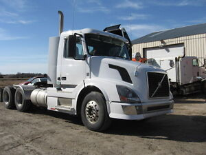 2011 VOLVO VNL HEAVY SPEC DAY CAB TRACTOR