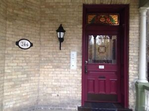 London, Main floor large 2 bedroom. Steps to Richmond Row