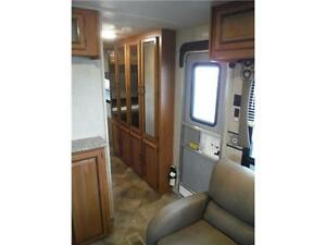 2016 Puma 30RKSS Rear Kitchen Travel Trailer with Slide Stratford Kitchener Area image 12