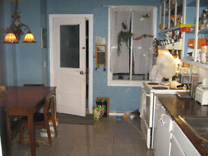 Room available 5 minutes Mont Royal Metro for Student
