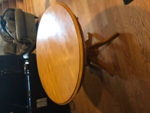 NICE SMALL ROUND SOLID WOOD KITCHEN TABLE