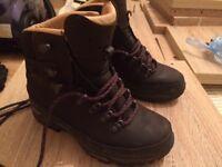 Lowa Munro Womens leather hiking/walking boots UK3.5