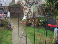 GARDEN METAL ARCH - NEW - CLACTON ON SEA CO156AJ