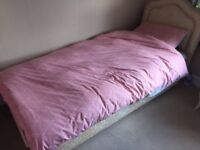 single bed in very good condition