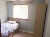Hi renting out double bedroom