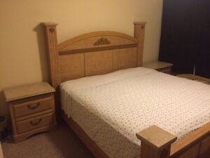 Oak Finish 6 piece king bedroom set - Excellent condition!!! Kitchener / Waterloo Kitchener Area image 2