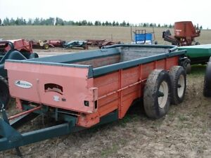 New Idea 218 Manure Spreader