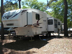 2011 36ft 5th Wheel RV Trailer, 3 Slides, Excellent Condition