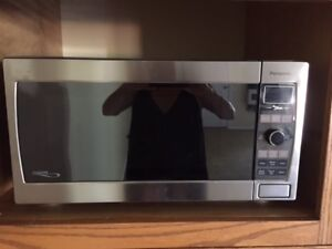 COUNTER TOP MICROWAVE 1.6 CU. FT.