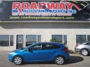 2014 Ford Focus SE   PST PAID!     Sunroof    Sync