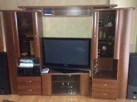 meuble avec beaucoup de rangement pour television