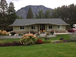 Exceptionally well maintained 1835 sq ft custom built rancher