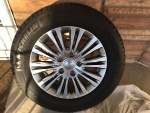 One new tire and Rim 225 65 17 chrysler rim for town country