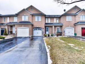 W4090340  -Executive Town Home In Sought After Area Of Bolton