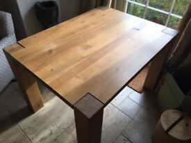 Beautiful oak dining table, with 2 benches and extension