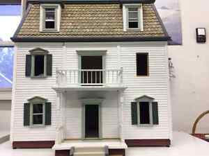 Collectible Federal Victorian Doolhouse