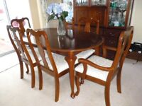 Dining Room Table & 6 Chairs + Extension. Excellent Condition