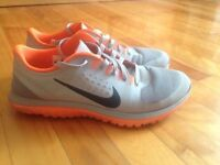Nike Running Shoes Souliers Size 8 - like new comme neuf!
