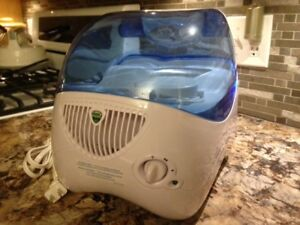 Humidifier, brand new, Vicks Invisible Mist