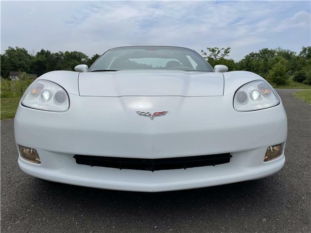 2005 White Chevrolet Corvette Coupe  | C6 Corvette Photo 9