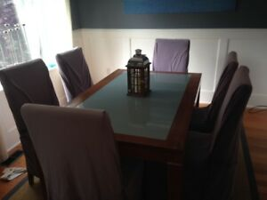 Extendable dining room table + 6 chairs