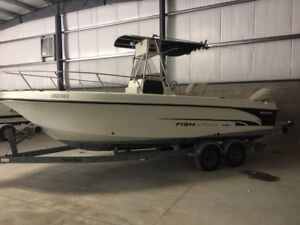 2002 Fish Hawk 230 Center Console