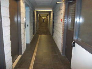 Strathroy- Large 2BR -$1045 Heat and Water Incl. - Avail Feb 1st