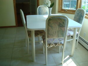 Nice white table and 6 chairs