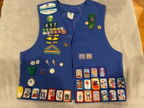 VINTAGE GIRL SCOUT  BLUE VEST AWARDS Pins +LOTS of PATCHES Size  7/8 9/10 medium