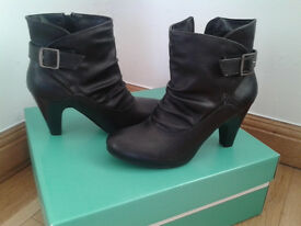 """Black Leather Boots (3"""" heel) Brand NEW. Size 5"""
