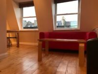 2 bed PENTHOUSE flat, 5 mins to Clapham Junction Station