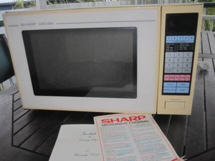 Sharp Carousel Microwave Oven Large Capacity R 1799 Model Very Go