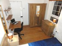 Beautiful Large Double with TV. FREE Cleaner and WiFi. Zone 2 E14: By Canary Wharf Docklands