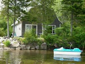 Beautiful waterfront cottage 25 min to Fredericton, NB