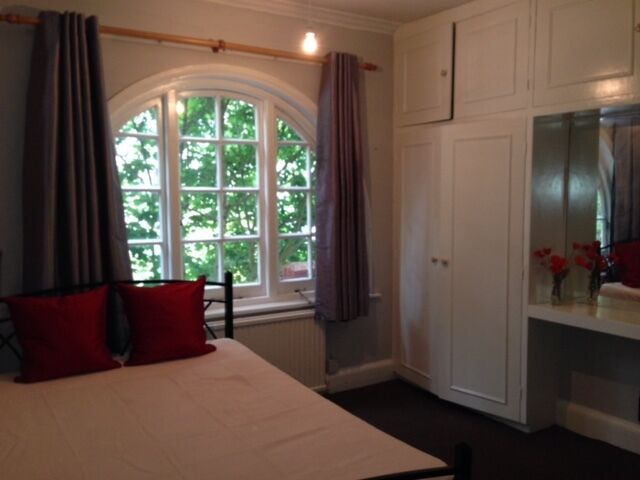 Very nice Large double bedroom to let in Acton / West London Zone 2 Available now No Bills!