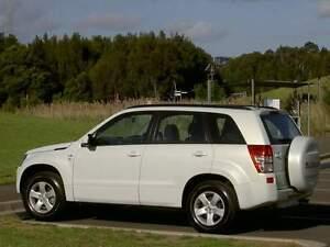 2012 Suzuki Grand Vitara VUS Blanc Perle  ( COMME NEUF )