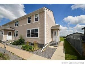+++ENJOY SMALL TOWN LIVING IN THIS BEAUTIFUL CONDO+++