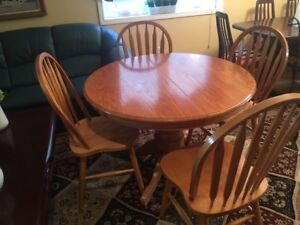 Oak wood table with 4 chairs