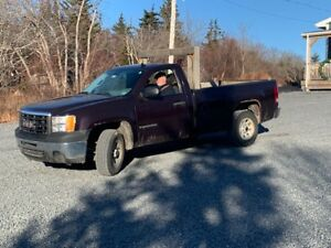 2009 GMC SIERRA--2 wheel drive  (REDUCED)